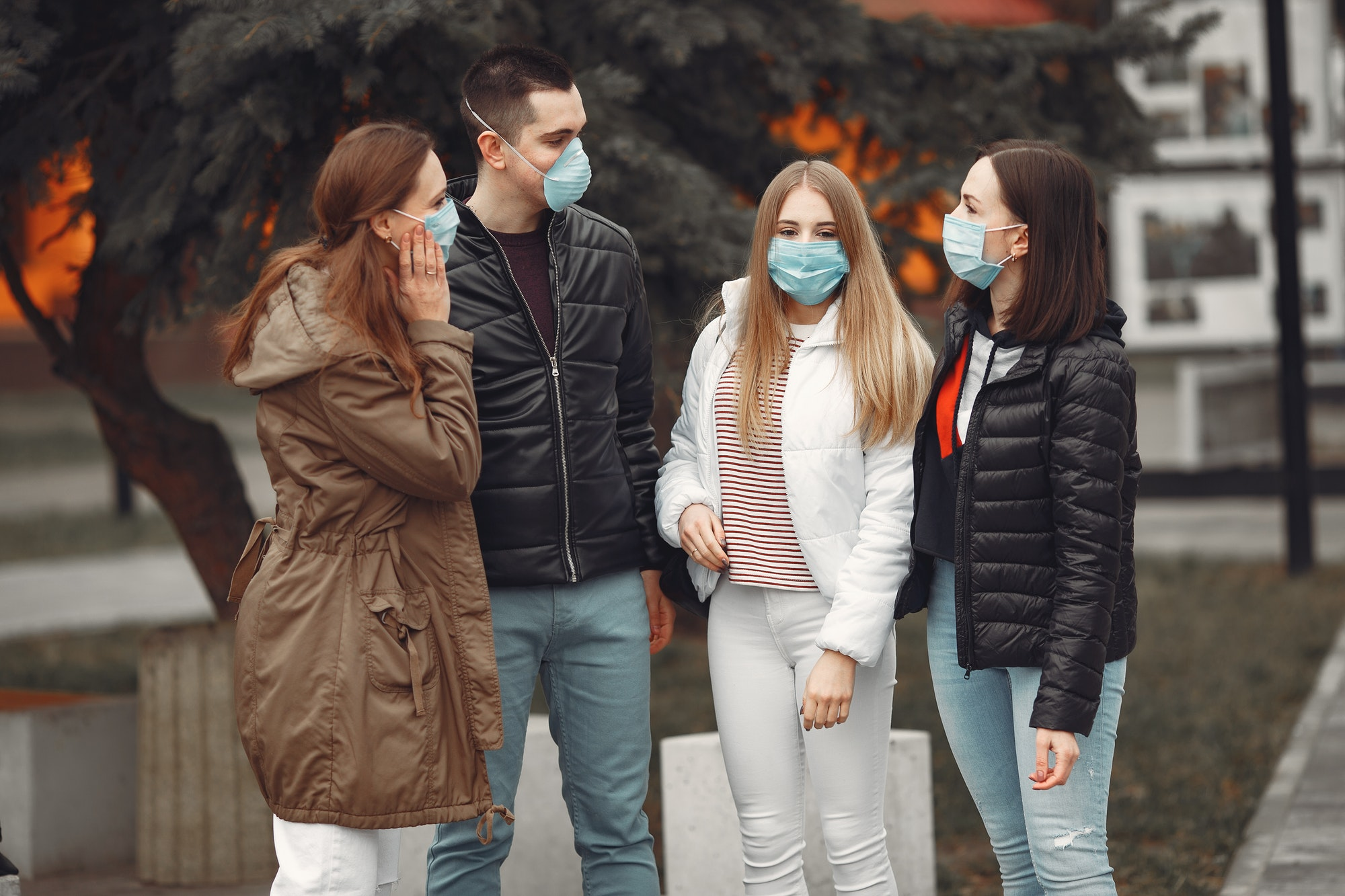 Young people are spreading disposable masks outside