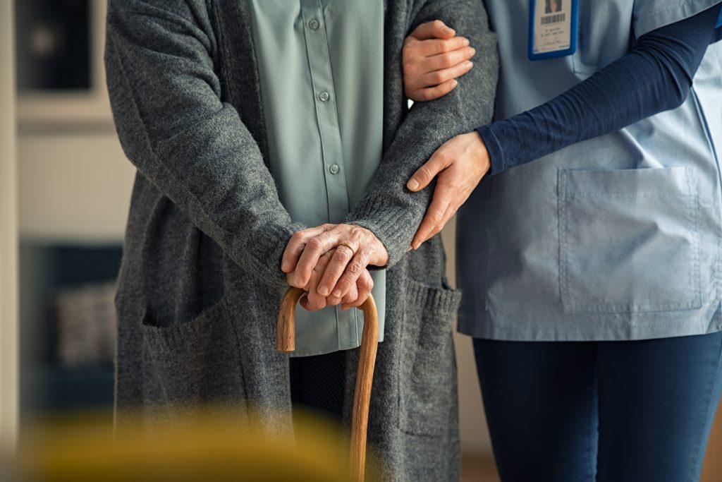 La doble deuda con las personas mayores